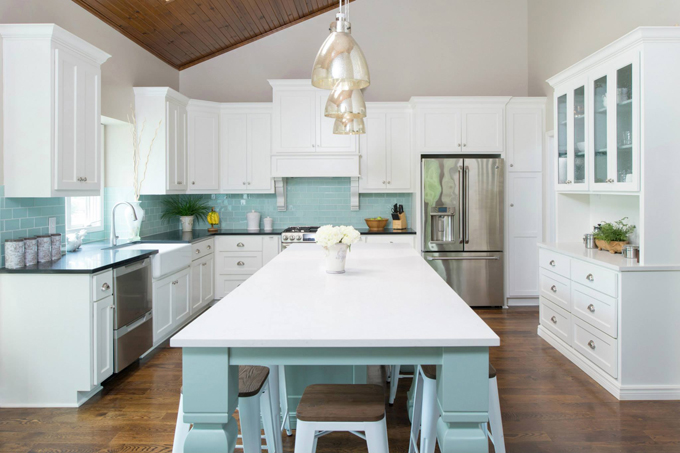 Exceptionnel Thereu0027s Not Much I Love More Than A White Kitchen With A Turquoise  Backsplash; Throw A Turquoise Island Into The Mix And Iu0027m Goner!
