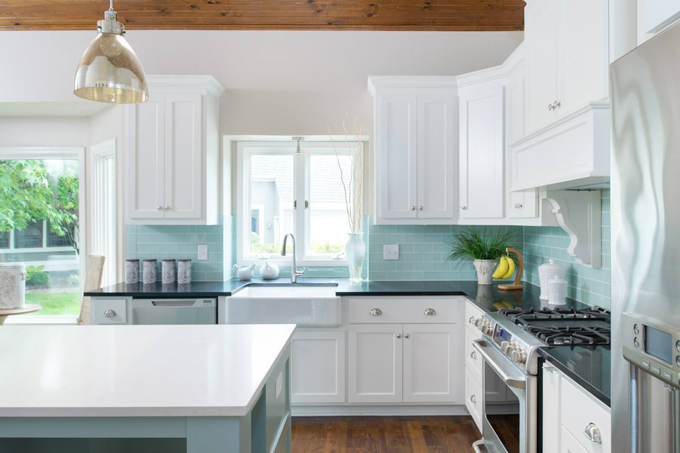 There S Not Much I Love More Than A White Kitchen With Turquoise Backsplash Throw Island Into The Mix And M Goner