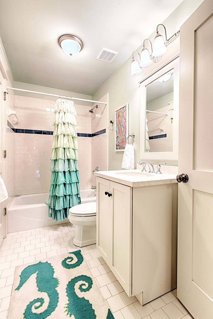 Mint julep watercolor florida house of turquoise for Florida bathroom ideas