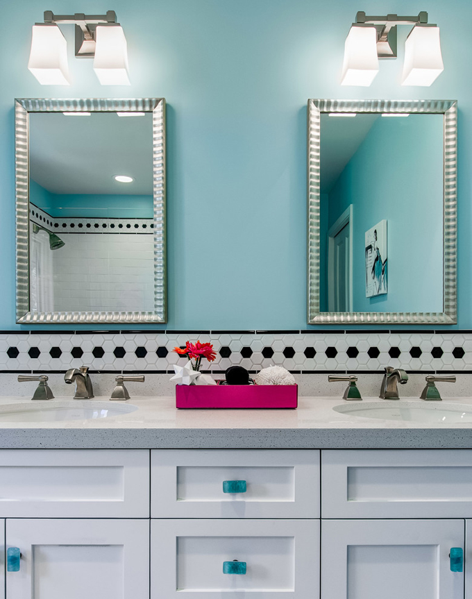 Sabrina alfin interiors house of turquoise for Teen bathroom pictures