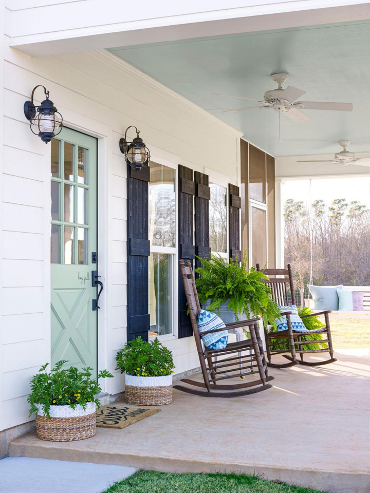 Fixer Upper Inspired Farmhouse