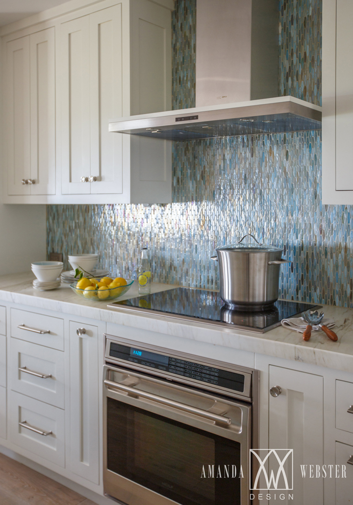 sea-inspired backsplash