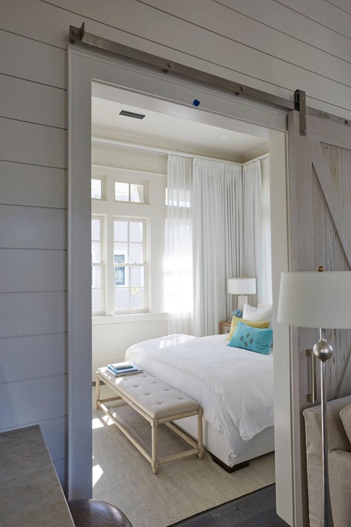 bedroom-barn-door