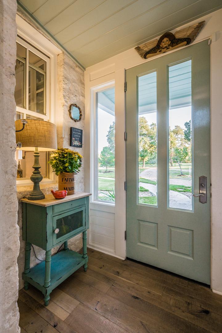 foyer-blue-door