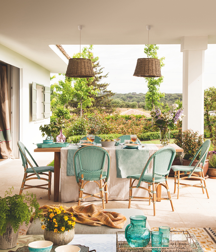 outdoor-turquoise-dining