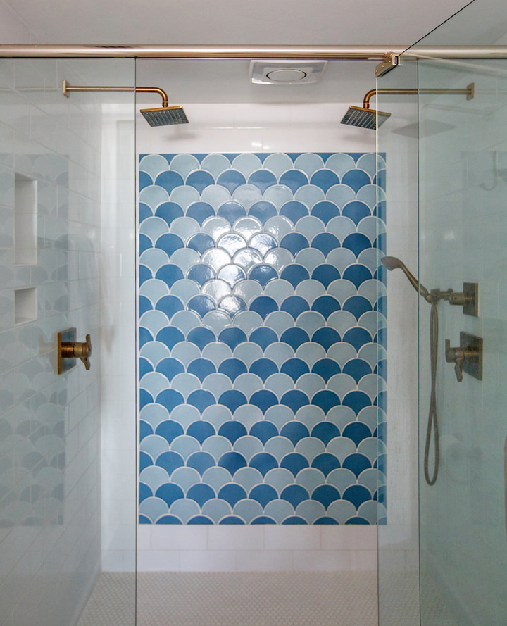 shower-with-scalloped-tile