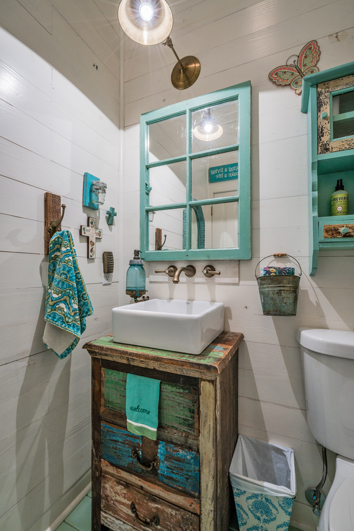 turquoise-farmhouse-bathroom