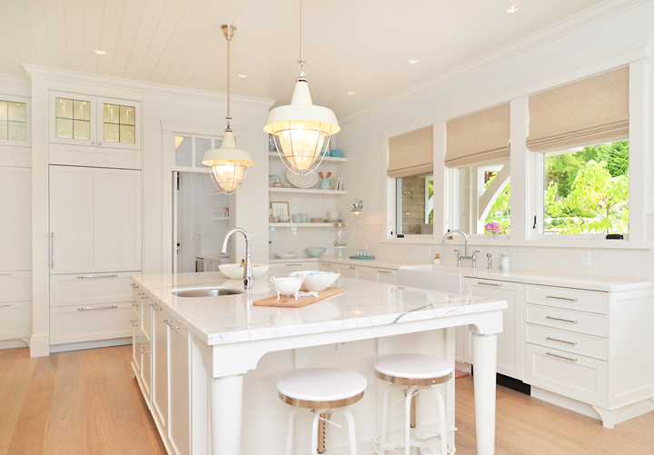 white-coastal-kitchen