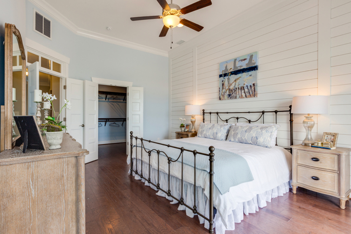 shiplap-bedroom