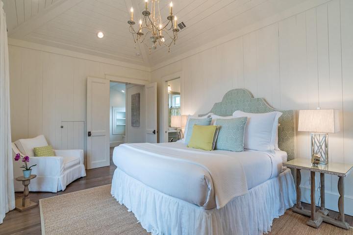 vaulted-ceiling-bedroom