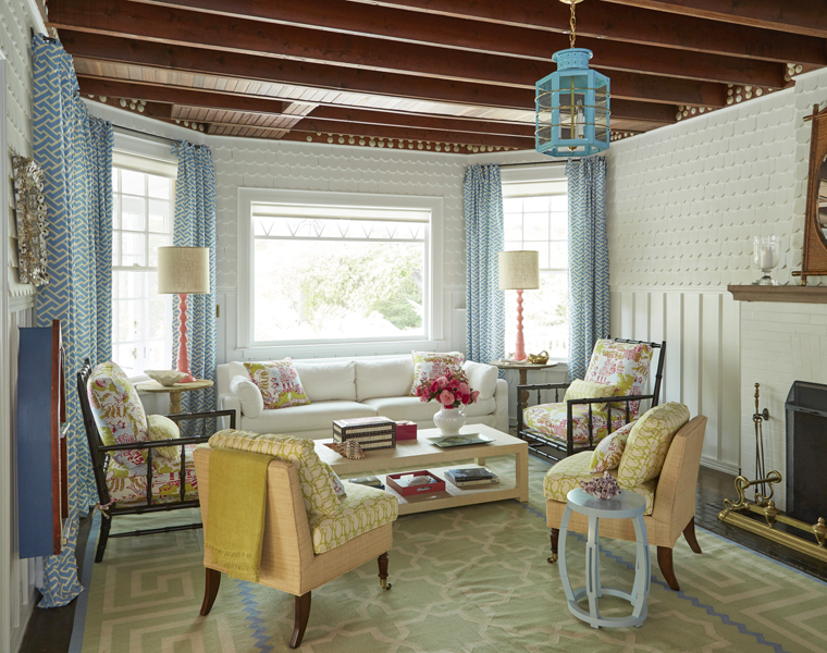 It doesnt get any cheerier than this maine beach cottage designed by leslie rylee of leslie rylee decorative arts and interiors the new york city based